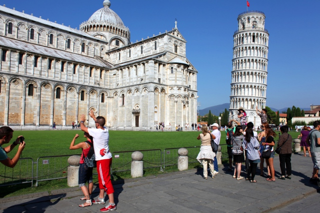 holding up the leaning tower of Pisa